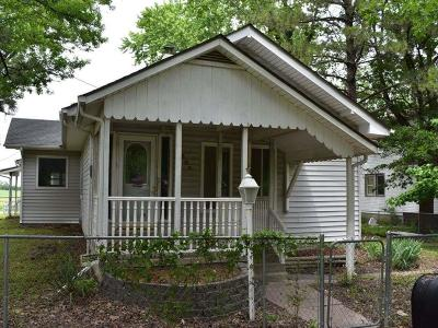Single Family Home For Sale: 502 E Bungalow Street