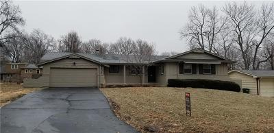 Overland Park Single Family Home For Sale: 8409 Travis Lane