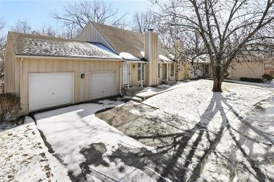 Overland Park Condo/Townhouse For Sale: 10774 Westgate Road