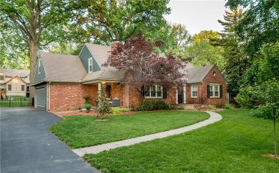 Leawood Single Family Home For Sale: 8021 Lee Boulevard