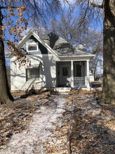 Warrensburg MO Single Family Home For Sale: $99,900