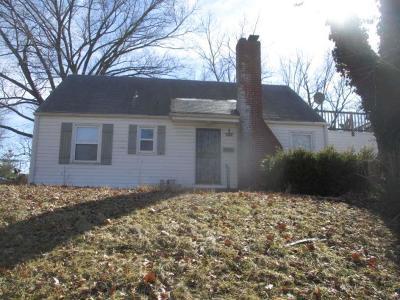 Kansas City Single Family Home For Sale: 5035 Glenside Drive