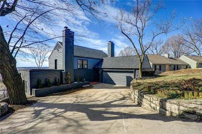 Kansas City Single Family Home For Sale: 3718 N Briarcliff Road