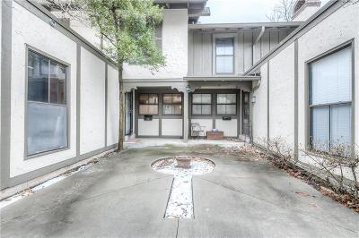 Mission, Overland Park, Shawnee, Shawnee Mission Condo/Townhouse For Sale: 7507 W 102nd Street