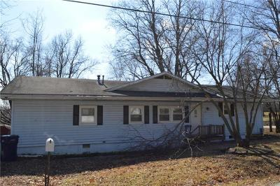 Knob Noster Single Family Home For Sale: 209 W 7th