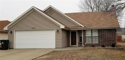 Warrensburg Single Family Home Pending: 905 Coventry Court