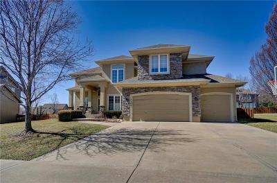 Overland Park Single Family Home For Sale: 12304 Bradshaw Street
