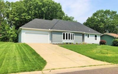 Overland Park Single Family Home For Sale: 10201 Oakridge Drive