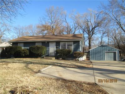 Raytown Single Family Home For Sale: 10700 E 67th Street