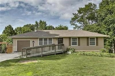 Lee's Summit MO Single Family Home For Sale: $164,950