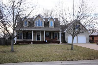 Paola Single Family Home For Sale: 1012 Hilltop Drive