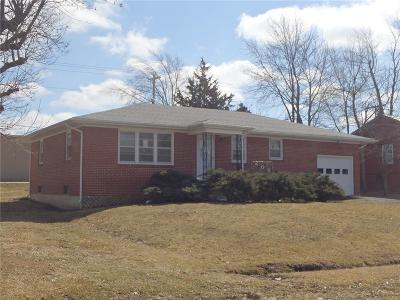 Macon County Single Family Home For Sale: 208 Broadway Street
