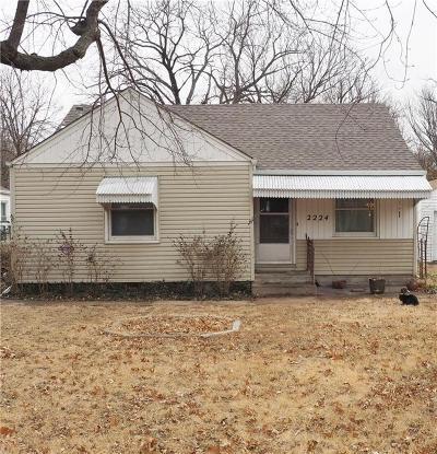 Shawnee County Single Family Home For Sale: 2224 SW Macvicar Avenue