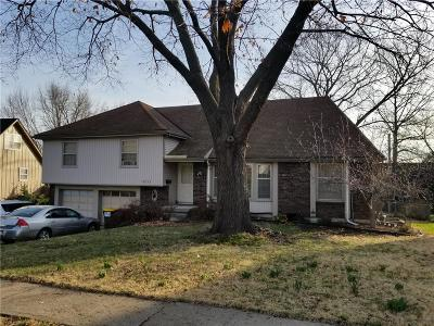 Cass County, Clay County, Platte County, Jackson County, Wyandotte County, Johnson-KS County, Leavenworth County Single Family Home For Sale: 9711 Melrose Street