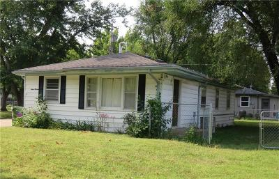Riley County Multi Family Home For Sale: 713 Tuttle Street