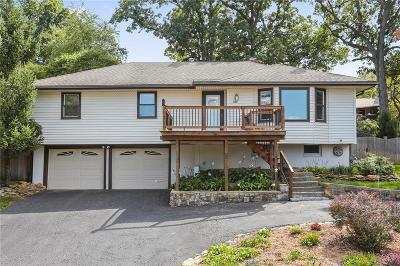 Bonner Springs Single Family Home For Sale: 709 Lake Forest Drive