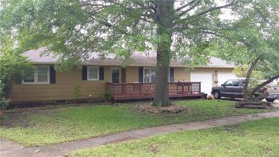 Gardner Single Family Home For Sale: 504 S Hickory Street