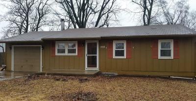Kansas City Single Family Home For Sale: 7208 NE 51st Street