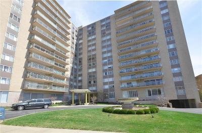 Condo/Townhouse For Sale: 4545 Wornall #202 Road #202