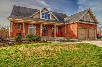 Warrensburg Single Family Home For Sale: 1201 Holland Square