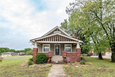 Oak Grove Single Family Home For Sale: 2002 S Broadway Street