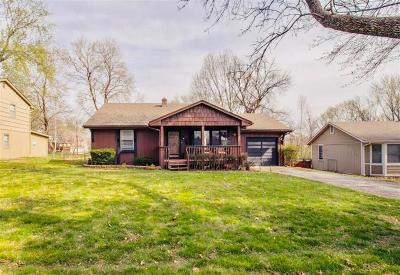 Raytown Single Family Home For Sale: 10400 E 68th Terrace