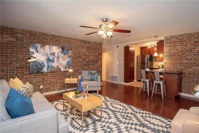Kansas City Condo/Townhouse For Sale: 2933 Baltimore Avenue #200