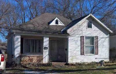 Single Family Home Auction: 2058 N Park Avenue