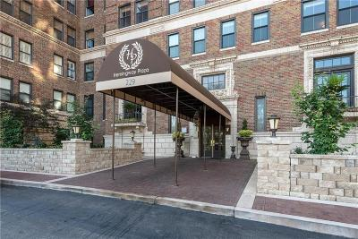 Kansas City MO Condo/Townhouse For Sale: $258,000