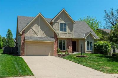 Cass County, Clay County, Platte County, Jackson County, Wyandotte County, Johnson-KS County, Leavenworth County Single Family Home For Sale: 1005 S 17th Terrace
