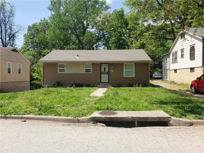 Kansas City Single Family Home For Sale: 6938 Spruce Avenue