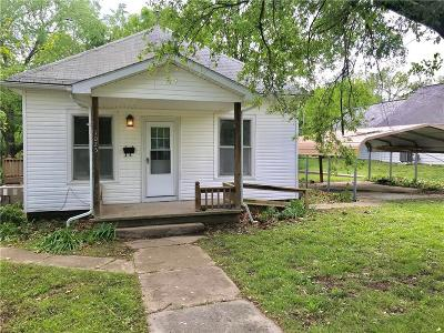 Vernon County Single Family Home For Sale: 1025 N Adam Street