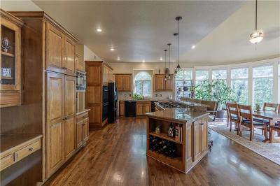 Parkville Single Family Home For Sale: 4924 Riverchase Lane