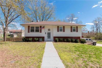 Gower Single Family Home For Sale: 325 Matthews Lane