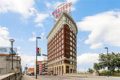 Kansas City Condo/Townhouse For Sale: 2107 Grand Boulevard #203