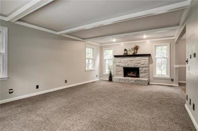 Overland Park Single Family Home For Sale: 7601 W 114th Terrace