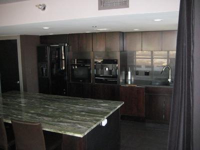 Kansas City Condo/Townhouse For Sale: 600 E Admiral 1706 & 1708 Boulevard #1706/170