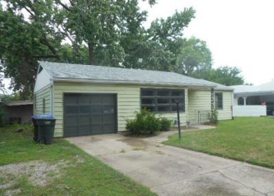 Topeka Single Family Home Auction: 4840 SW 18th Terrace