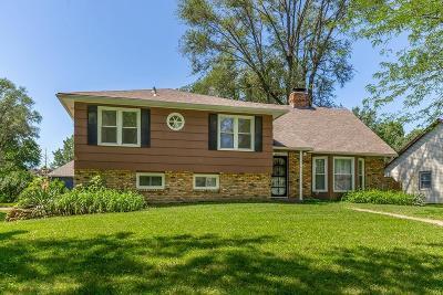 Kansas City Single Family Home For Sale: 3825 Birchwood Drive