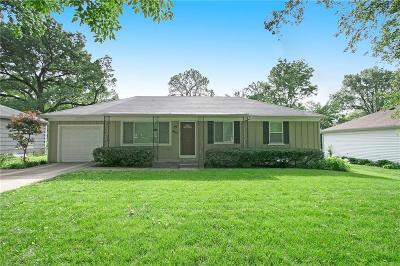 Overland Park Single Family Home For Sale: 8767 Melrose Street