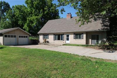 Kansas City Single Family Home For Sale: 3711 NE 39th Terrace