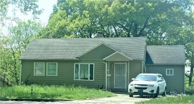 Kansas City Single Family Home For Sale: 5052 Glenside Court