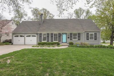 Prairie Village Single Family Home For Sale: 7647 Fairway Street