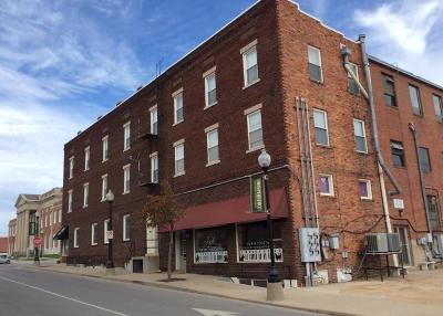 Independence Commercial For Sale: 104 E Lexington Avenue