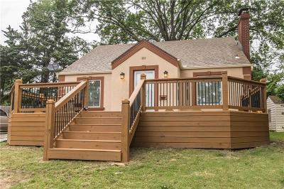 Kansas City Single Family Home For Sale: 639 Westview Drive