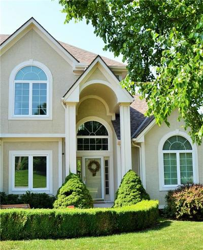 Lee's Summit Single Family Home For Sale: 216 NE Hidden Ridge Lane