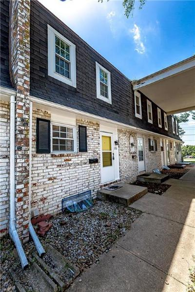 Kansas City Condo/Townhouse For Sale: 6926 NW Chapel Woods Lane