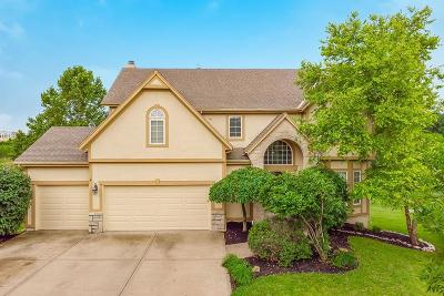 Lenexa Single Family Home For Sale: 8430 Harbinger Street