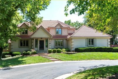 Lenexa Single Family Home For Sale: 8472 Maplewood Lane