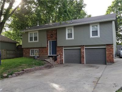 Olathe Single Family Home For Sale: 1020 W Fairwood Lane